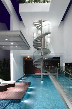 Luxurious Winding Staircase Into a Pool!