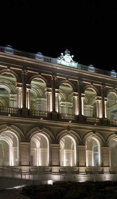 © FLUX LIGHTING. Produits utilisés : X-LINE³.  Musée d'Art de Toulon (France). Architecte : M. Bonnet.