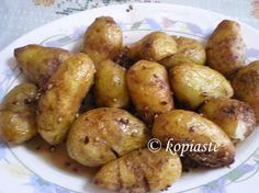 Patates Antinahtes (Cypriot recipe with Baby potatoes cooked in red wine) - Kopiaste.to Greek Hospitality Potato Dishes, Potato Recipes, Veggie Recipes, Food Dishes, Vegetarian Recipes, Healthy Recipes, Side Dishes, Greek Potatoes, Baby Potatoes