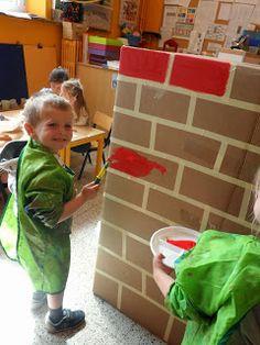 Eerste kleuterklas: 26/05 - 29/05: Thema 'Het huis van Jules - stenen' March Themes, Art Area, Wolf, Hand Art, Little Pigs, School Supplies, Crafts For Kids, Stage, Houses