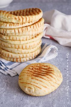 Pains Moelleux Express façon Pita | Gourmandise Assia Snack Recipes, Cooking Recipes, Snacks, Plats Ramadan, Levain Bakery, Easy Chocolate Chip Cookies, Ramadan Recipes, Tasty, Yummy Food