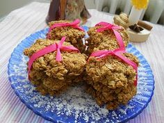 Opravdu moc jsem chtěla udělat nějaké prima sušenky za použití kokosu a tak jsem si na netu vyhledala asi dvacet různých druhů a nějak z toho poskládala tuhle verzi. Jsou zdravé, lehké, výborné, sváte