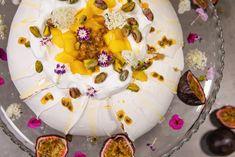 Reseptit: Annin Uunissa   AlfaTV Pavlova, Camembert Cheese, Anna, Dairy, Desserts, Food, Tailgate Desserts, Deserts, Essen