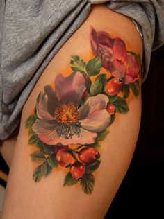 Tatuagem de Flor | Realista na Perna