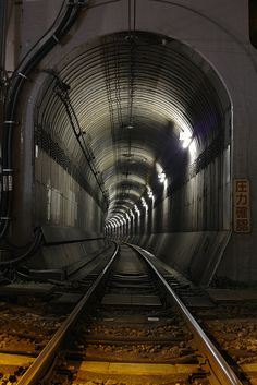 ❦ Railway tunnel in Tokyo, Japan
