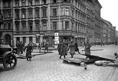 File:Bundesarchiv Bild 102-07707, Berlin, Mai-Unruhen.jpg
