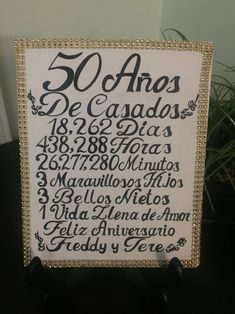 In this post you can see how decorate a golden wedding in the most special and original way you can imagine. Parents Anniversary, Golden Anniversary, 25th Wedding Anniversary, Anniversary Parties, Wedding Aniversary, Anniversary Ideas, Happy Aniversary, Ideas Aniversario, Gold Wedding Decorations