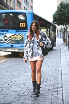 trendy_taste-look-outfit-street_style-ootd-blog-blogger-fashion_spain-moda_españa-falda_rosa-pink_skirt-abrigo_pelo-leather-piel-biker_boots-botas_moteras-rock-ghd-aecc-17