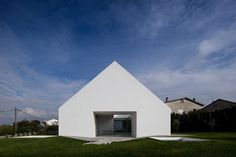 Cover and Concealment: House in Leiria by Aires Mateus | Yatzer
