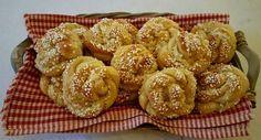 Noe så luftig og smakfullt skal du lete lenge etter. Dette er som engledans på tungen. De smelter... Bread Baking, Doughnut, Sweet Recipes, Nom Nom, Scones, Muffin, Good Food, Food And Drink, Sweets