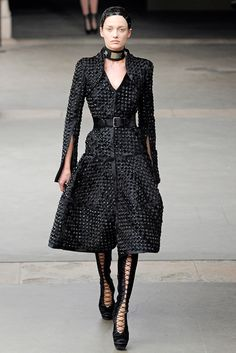 Alexander McQueen Fall 2011 Ready-to-Wear Collection Slideshow on Style.com