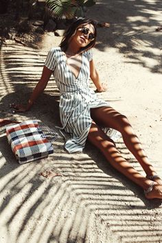 Paired best with sandy toes and sunny days, the 'Right Side' Dress is everything Sincerely Jules needs for her tropical getaway.