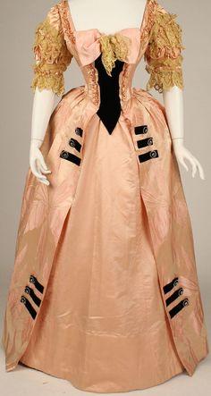Jacques Doucet - Robe de Bal - Soie Rose à Brocarts, Dentelle et Strass - Vers 1897