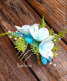Real Touch Plmeria, ice blue shells, pearls and ferns combine to create this one of a kind Tropical Flower comb. Flower Hair Pieces, Flower Hair Clips, Flower Crown, Bridal Hair Flowers, Flower Headpiece, Beach Wedding Hair, Wedding Hair Pieces, Plumeria Flowers, Metal Hair