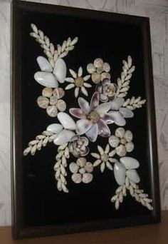 Best 12 Sea shell flowers picture bathroom by ArtFindsBoutique on Etsy – SkillOfKing. Seashell Painting, Seashell Art, Seashell Crafts, Beach Crafts, Seashell Projects, Shell Flowers, Shell Decorations, Vintage Jewelry Crafts, Sea Glass Crafts