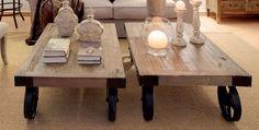 Mesa de centro con ruedas industriales, fabricada en madera de olmo recuperado. Medidas: 110x71xH35