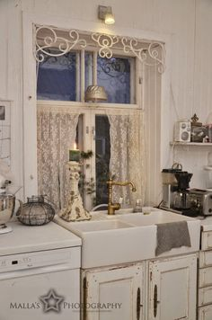A Shabby Moment in Time House Design, Country Kitchen, Cozy House, Chic Kitchen, Home Decor, Shabby Chic Kitchen, Shabby Chic Furniture, Shabby Chic Homes, Shabby Chic Living