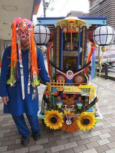 度々行きたい旅。: 京都観光:「移動祭壇」リヤカーの作品を搬出中〜奇遇な出会い