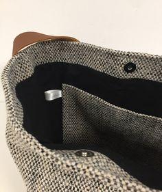 Diy Bag Designs, My Style Bags, Jute Tote Bags, Sacs Design, Fabric Purses, Sewing Leather, Linen Bag, Denim Bag, Black Tote Bag