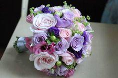 Buchet de mireasa cu flori roz, mov si lila Floral Wedding, Wedding Flowers, Wedding Stuff, Floral Design, Centerpieces, Bride, Inspiration, Bouquets, Magazine