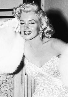 """Marilyn Monroe at the premiere of""""How to Marry a Millionaire"""", 1953."""