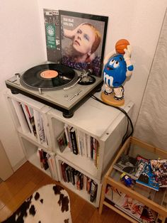 Indie Room, Home Alone, Bedroom Inspo, Dream Bedroom, My Room, Turntable, Home Appliances, Room Decor, Layout