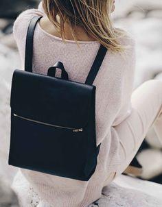 Minimalist Zip Backpack, black