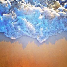 vivid aerosol wave at Nobby Beach (via laurenepbath_ih)
