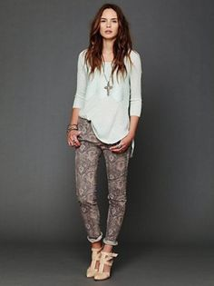 Chic + Easy Printed Pant Outfits.  This is how to rock printed pants.  Balance the bottom with a simple top.
