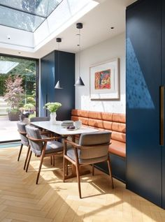 Real home: narrow space turned comfortable luxury - House Design - KBBArk – Real home: narrow space turned comfortable luxury - Kitchen Diner Extension, Open Plan Kitchen Diner, Open Plan Kitchen Living Room, Kitchen Dining Living, Dining Nook, Dining Room Design, Narrow Living Room, Living Rooms, Kitchen Seating