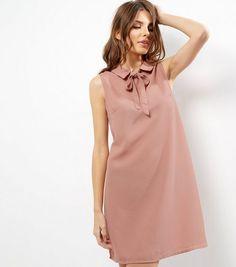 4938e1c5954 Robe trapèze rose sans manches à col lavallière Robes Glamour