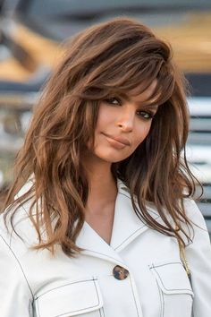 Brown Hair Colours: Chocolate, Bronze, Ash Brown and More Glamour UK Brown Hair Balayage, Brown Blonde Hair, Brown Hair With Highlights, Brunette Highlights, Ombre Hair, Color Highlights, Chestnut Brown Hair, Wavy Hair, Brown Brown