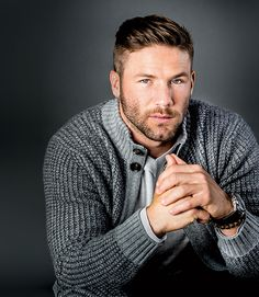 Football Player Julian Edelman Talks About the Patriots and the Super Bowl Patriots Football, Football Players, Rugby Players, Moustache, Patriots Julian Edelman, Superbowl Champions, Dapper Gentleman, Athletic Men, Celebrity Hairstyles