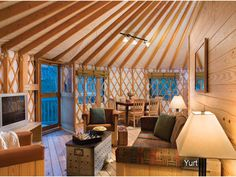 Yurt Interior - use of walls to break up the space Tiny House Cabin, Tiny House Living, Cottage Floor Plans, House Floor Plans, Yurt Living, Living Spaces, Yurt Home, Round House, Construction