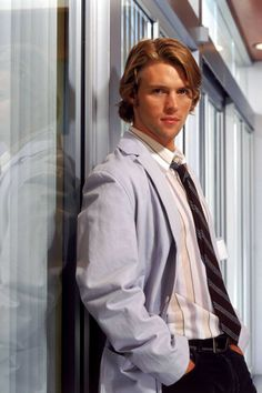 House - Robert Chase, M.D. is part of the team of diagnosticians who worked under Gregory House and the longest-serving member of House's staff. - Jesse Gordon Spencer (born 12 February 1979) is an Australian actor and musician.