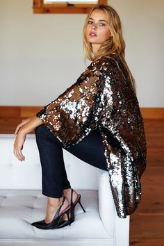 Sequin Jacket - Emerson Fry Glitter Jacket, Sequin Jacket, Sequin Sweater, Mode Outfits, Fashion Outfits, Girl Outfits, Sequin Kimono, Sequin Top, Dresscode
