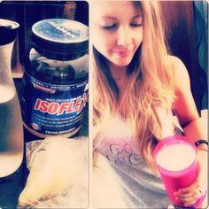 Merienda de media mañana: batido con 1 taza de agua,1 cambur/banana congelada,1 medida de WheyProtein y hielo! Photo - Sascha Barboza | Lockerz