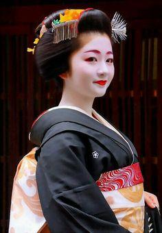 Maiko. Her name is Satuki. Gion. Kyoto. Japan. #maiko #geisha #japan