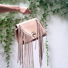 Could you resist these fringes? Because honestly everything is better with a fringe! Super chic #PaulaCademartori Abela bag.  #PaulaCademartoriBags #TheRadicalCollection #PaulaCademartoriAbelaBag  by @graanmarkt13 #musthave #armcandy #bagoftheday #fringes #PaulaCademartoriForGraanmarkt13 by pcademartori
