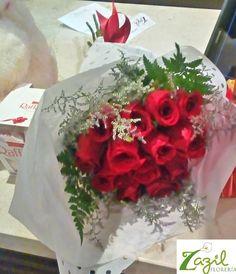 Envio de flores y regalos a todo Cancún.  www.floreriazazil.com Tel. 01 998 2061951 #floreriazazil #cancunflorist #cancunflowershop #flowers&gifts