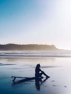 VISITING TOFINO IN WINTER  | Tofino Attractions  #travel #travelblog #travelwithplan #traveltips #tofino Play N Go, Parks Canada, Whale Watching, Vancouver Island, Beach Resorts, British Columbia, Places To Go, Surfing, Tours