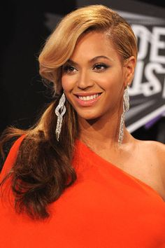 We remember Queen Bey's most memorable hair moments.