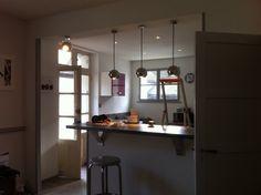 Eclairage d'une cuisine avec suspensions Déclic et spots à led Zadora