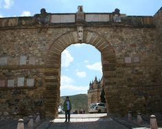 """#Malaga - #Antequera - Arco de los Gigantes. 37°0'55"""" - 4°33'25"""".  Obra de Francisco de Azurriola, el Arco de los Gigantes es una construcción tardorenacentista de 1585 que evoca los arcos del triunfo típicos del mundo clásico y una de las imágenes más simbólicas de la ciudad. Su edificación sustituyó una puerta musulmana."""