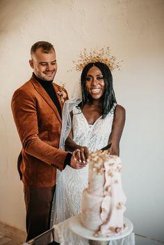Cake cutting wedding portrait | Image by Maggie Grace Photography Wedding Blog, Wedding Styles, Wedding Reception, Boho Wedding Dress, Wedding Dresses, Maggie Grace, Bohemian Wedding Inspiration, Portrait Images, Scandinavian Style