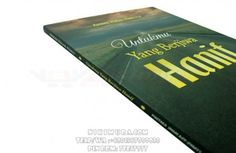 Buku Islam Untukmu Yang Berjiwa Hanif - Buku yang berisikan motivasi-motavasi untuk membimbing siapa saja termasuk anda semua untuk mencari Islam yang hakiki, yang haus akan ilmu alquran dan sunnah. Selengkapnya di buku ini.  Rp. 25.000,-  Hubungi: +6281567989028  Invite: BB: 7D2FB160 email: store@nikimura.com  #bukuislam #tokomuslim #tokobukuislam #readystock #tokobukuonline #bestseller #Yogyakarta #hanif Islam, Cover, Books, Livros, Livres, Book, Blankets, Libri, Libros