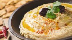 ヘルシー志向の人でなくとも、「フムス」という料理を知っている(もしくは食べたことがある)人は増えてきました。ひよこ豆をペーストにしたものが最もポピュラーですが、欧米では好みの豆でつくることも珍しくありません。ということで、今回は大豆の水煮缶を使ってみました。大豆ならではのうれしい効果にも注目です。そもそも、中東の豆料理が注目されるようになったのも、ビーガンやスーパーフード熱の高まりと関係があ...