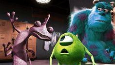 """04. """"Die Monster AG"""" (2001): Das große Geheimnis von Pixar ist, dass sie die Mythen einfach gegen den Strich bürsten, dass sie dort zum Lachen bringen, wo andere das Gruseln lehren. Diese Monster sind keine Gremlins, sondern liebenswerte, dreidimensionale Figuren mit Charme. Und """"Monster AG"""" lehrt uns spielerisch, dass der Kapitalismus am Ende ist, wenn er seine Energie lediglich daraus zieht, Angst zu erzeugen."""