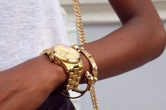 Magic erasers on gold jewelry. Have to try this one. Just as soon as I get some gold jewelry.
