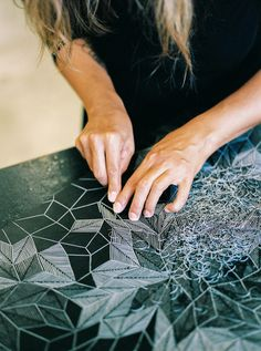 Linocut printing I am fascinated by printmaking, by making an imprint, a reverse image of one reality that. Lino Art, Stamp Carving, Linoprint, Linocut Prints, Art Plastique, Art Techniques, Sculpture Techniques, Stencil, Photos